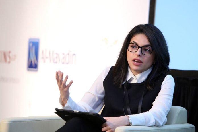 شيهانة العزاز مديرة العقود